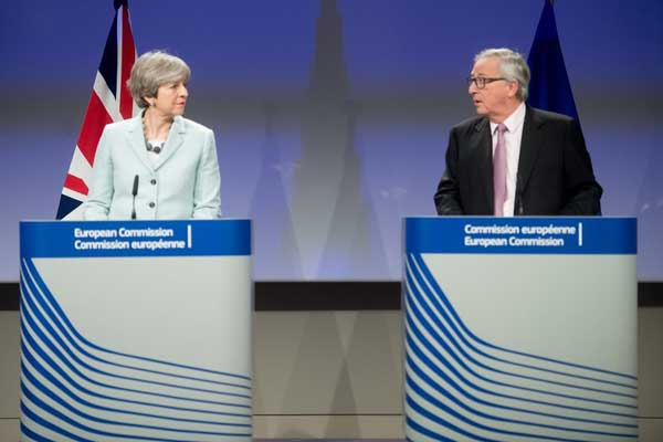 t.may si Juncker
